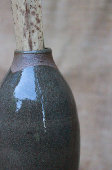 piccola bottiglia in terracotta smaltata